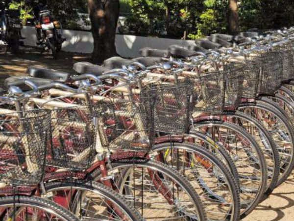 Is Tamilnadu giving rejected free bicycles by Karnataka to Tamil students?