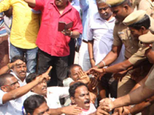 Police arrest Government employees who join in agitation