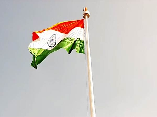 100 feet tall pole 9.5 kg weight national flag in coimbatore railway station