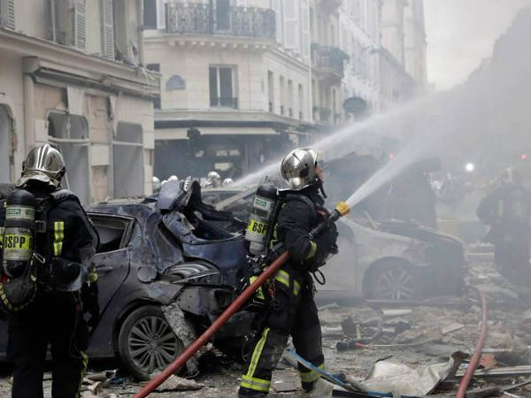 Four persons, including two firefighters, died in the paris bakery blast