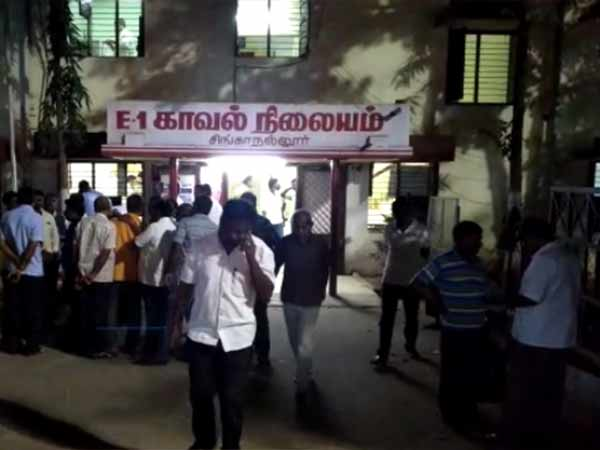 Vhp party members attacked coimbatore cpm office against kerala government