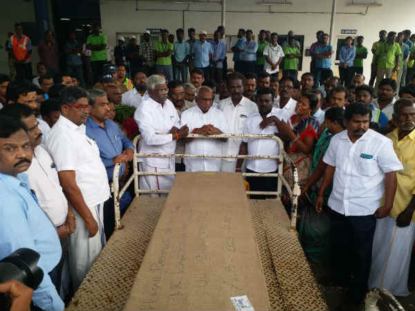 Union Minister Pon Radhakrishnan pays tribute to fishermans body
