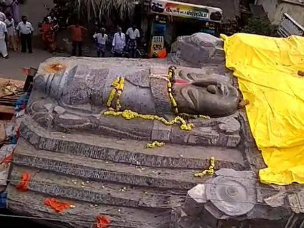 ஊத்தங்கரை ரவுண்டானா காலி.. 7 நாட்களுக்கு பின் நகர்ந்த பெருமாள்.. அடுத்த ஸ்டாப் கிருஷ்ணகிரி!
