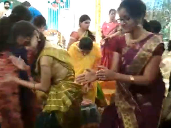 Daughter soundarya marriage dance, rajinikanth enjoyed with family members