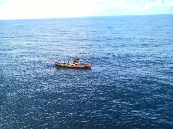 எல்லைத் தாண்டி வந்து மீன்பிடிப்பு... 25 இலங்கை மீனவர்கள் கைது... 4 படகுகள் பறிமுதல்