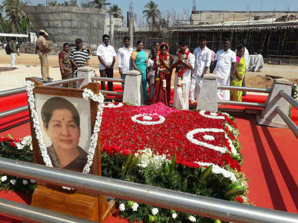 Marriage in Jayalalitha samadhi