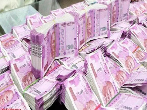61 people have earned over Rs 100 crore in 2017-2018 fiscal