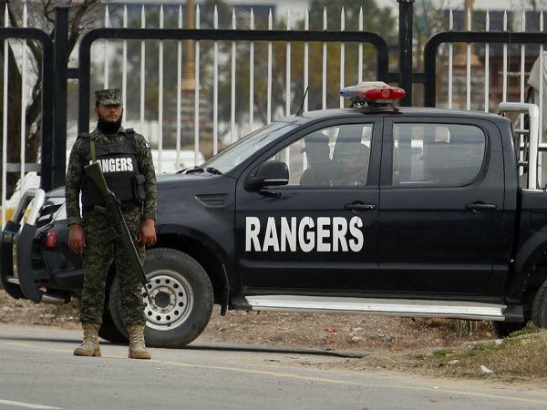 பாகிஸ்தான் ராணுவ வாகனம் மீது தற்கொலைப்படை தாக்குதல்.. 9 பேர் பலி.. அதிர்ச்சியில் அண்டை நாடு