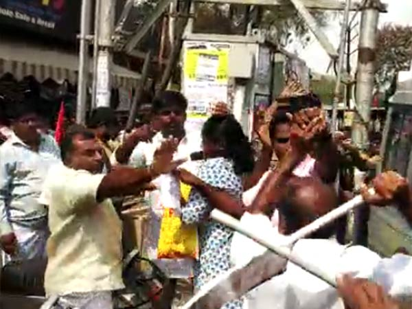 bjp lady thrown shoe to mdmk cadres in black flag protest