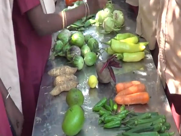 Food festival was held at Government Middle School near Srivilliputhur.