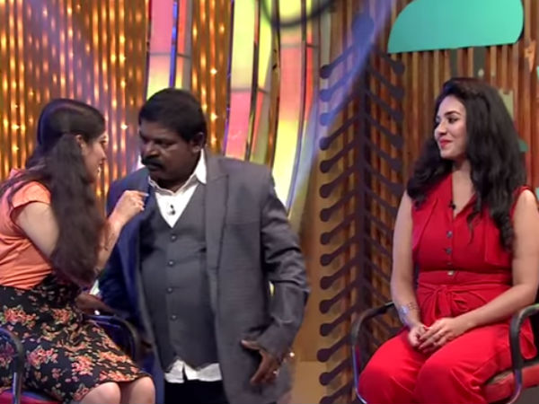 Imman Annachi being teased by participants