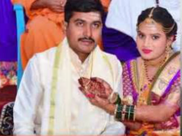 Bride ties holy rope on groom in Karnataka