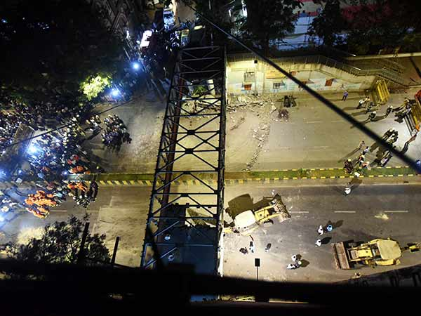 Mumbai bridge collapses: Death toll increases to 6 : 35 people got injured