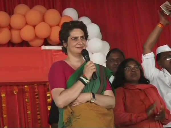 இதுதான் முதல்முறை.. மோடியை நேரடியாக தாக்கி பேசிய பிரியங்கா.. என்ன சொன்னார் தெரியுமா?