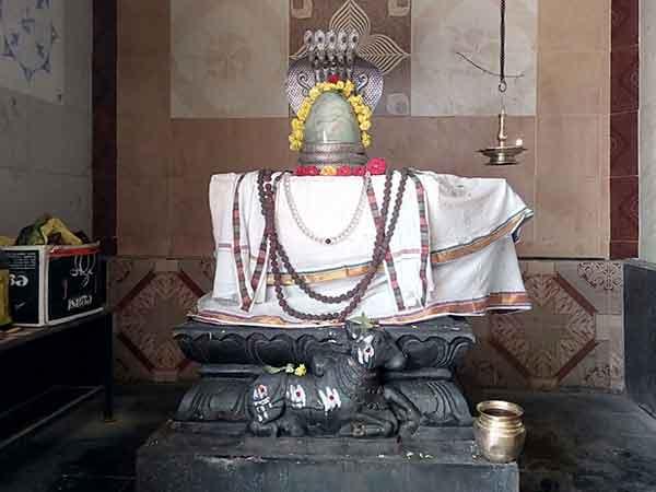 இன்று சோமவார பிரதோஷம்- நந்தியின் காதில் கஷ்டங்களை சொல்வது ஏன் தெரியுமா?