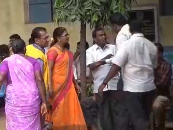ADMK and AMMK clash in Madurai