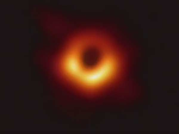 Viral memes about Black hole image in Social Media