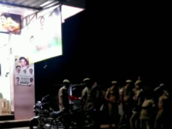 At midnight ADMK - AMMK members Clash about money distribution