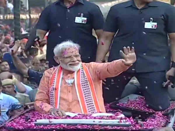மோடி அலையெல்லாம் இல்ல.. இது சுனாமி! எதிர்க்கட்சிகளுக்கு கிலியை ஏற்படுத்திய வாரணாசி ரோடு ஷோ