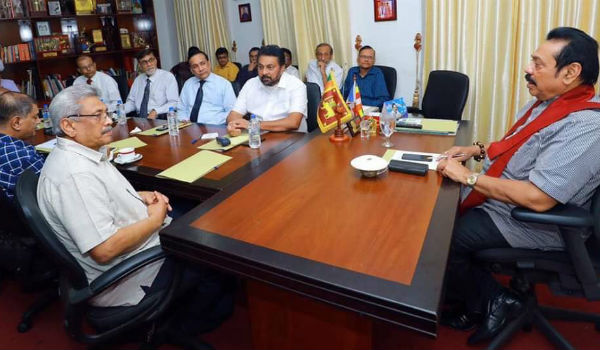 mahinda rajapaksa chairs meeting with former defence chiefs