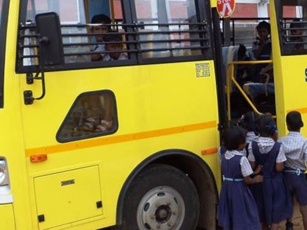 tuticorin school van drivers saves 21 students after heart attack died