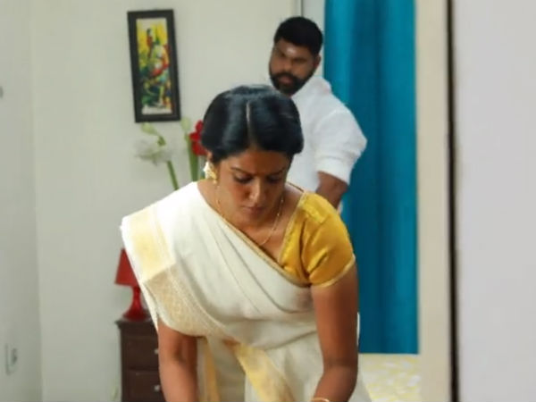 சவுந்தர்யாம்மா.. கேளுங்க.. கருப்பு கண்ணம்மாவை பாரதி கல்யாணம் செய்துக்க போறானாம்!