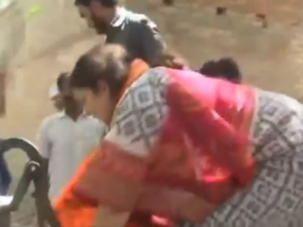 BJPs Candidate Smriti Irani Joins Fire-Fighting Efforts in Amethi Village