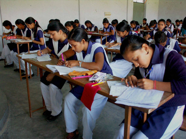 up 5 lakh students fail in hindi paper