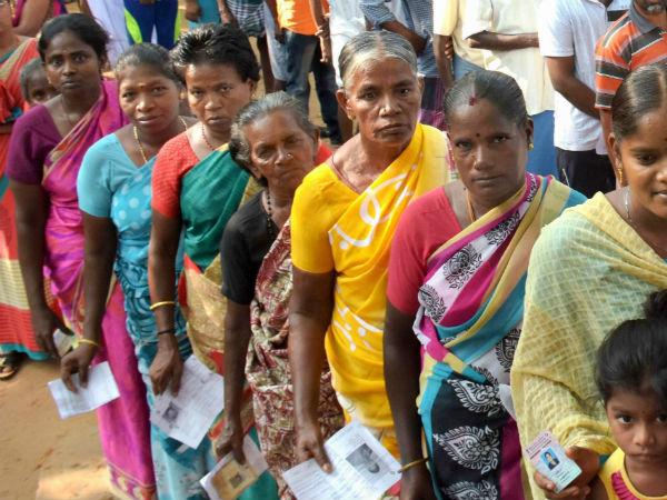 கடைசி நேரத்தில் வாக்களிக்க மொத்தமாக குவிந்த பெண்கள்.. சென்னை எம்கேபி நகரில் பரபரப்பு