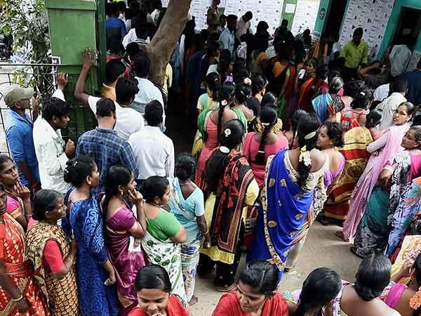 தமிழகத்தில் விறுவிறுப்பான தேர்தல்..  காலை 9 மணி வரை 13.48% வாக்குகள் பதிவு