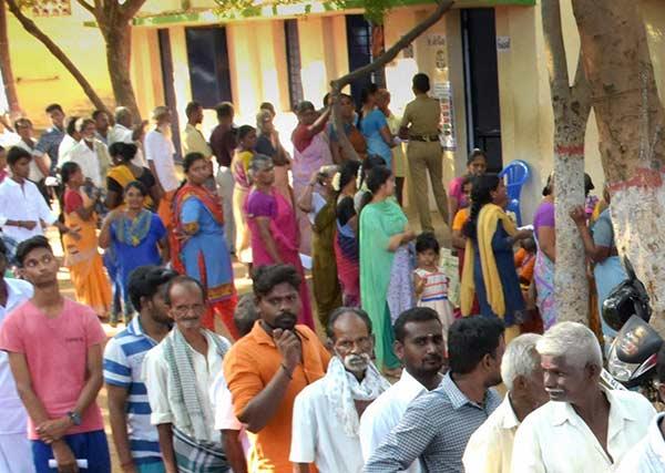 புதுச்சேரியில் 81% வாக்குப் பதிவு.. 2014ம் ஆண்டை விட ஒரு சதவீதம் குறைவு!