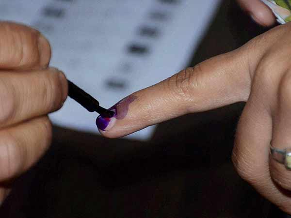 லோக்சபா தேர்தல் 2019 இரண்டாம் கட்ட வாக்குப்பதிவு LIVE: 95 தொகுதிகளிலும் வாக்குப்பதிவு தொடக்கம்