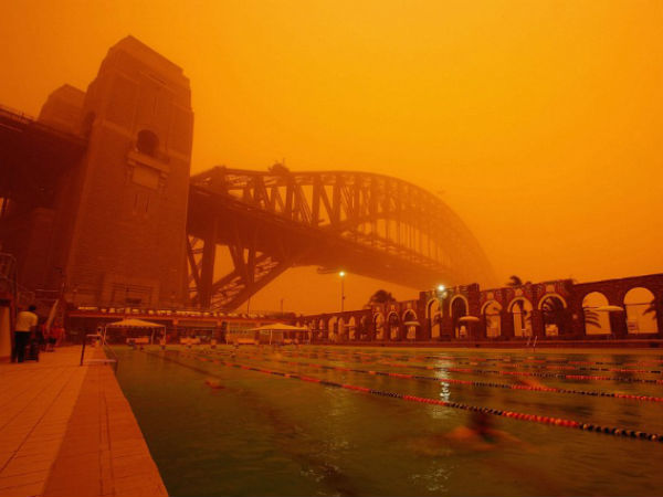 Dust storm blankets Australias major city.. People are suffering turning daylight to midnight
