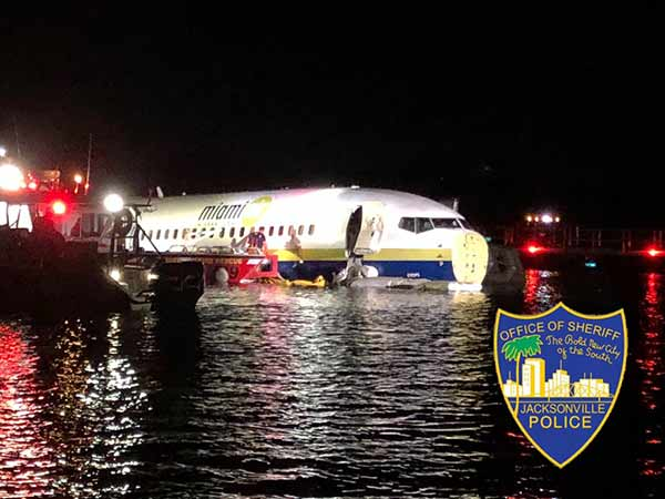 Boeing Plane with 136 people runway into Florida river