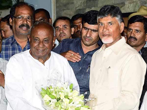 Chandrababu Naidu Meets Deve Gowda, Kumaraswamy For Post-Poll Alliance