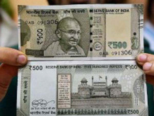 Rs.500 counterfeit money scattered on Taramani road..police are serious investigations