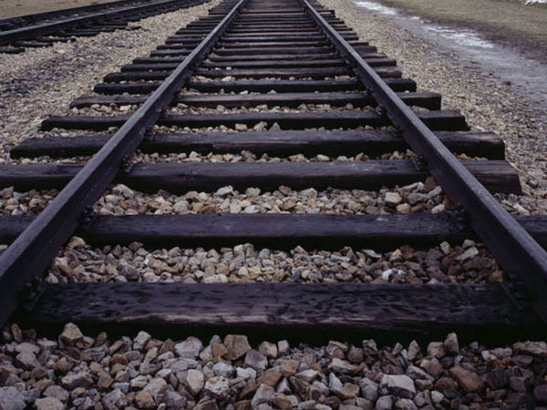 A train rolls over and kills three people in Vellore