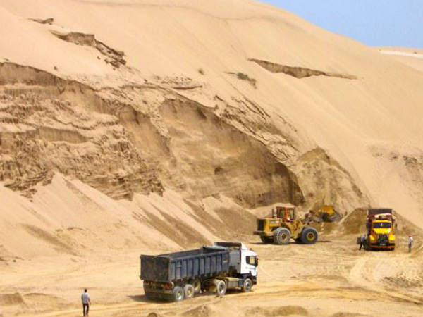 Sand Stripping in Tamil Nadu .. construction sector Paralyzed.. People shocked when Listening price