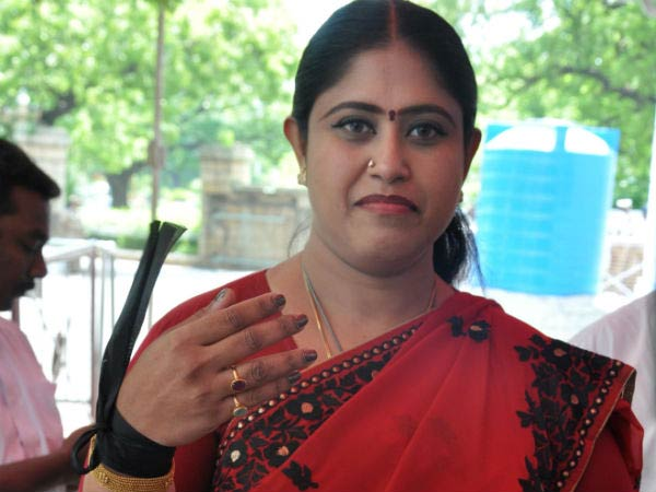 The people of the country want a Congress-led regim.. Vijayadharani interview