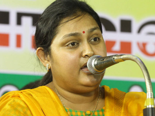 Actress Vindhya says that DMK wants to handover India to Italy