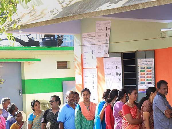 அரவக்குறிச்சி உட்பட தமிழகத்தில் 4 சட்டசபை தொகுதிகளுக்கு இன்று இடைத் தேர்தல்