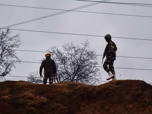 Pakistan violates ceasefire along the LoC in Poonch sector. Indian Army retaliating.