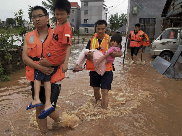 Heavy rains cause floods in Chinese provinces.. 61 died