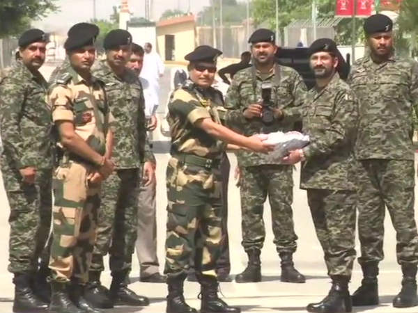 India - Pakistan counterparts exchange sweets in Attari-Wagah border