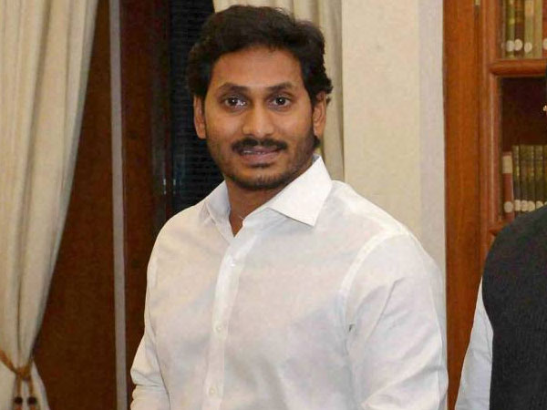Andhra CM Jaganmohan Reddy stops his vehicle to help cancer patient