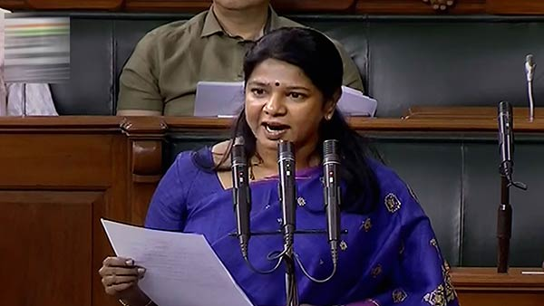 Kanimozhi brings to attention the police shooting in Tuticorin
