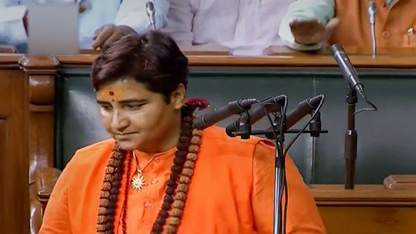 லோக்சபா: முதல் நாள் கூட்டத்திலேயே சர்ச்சையை உருவாக்கிய சாத்வி பிரக்யாசிங் தாக்கூர்