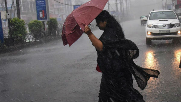 Heavy rains sweeping Mumbai.. Flooded roads..peoples normal life impact