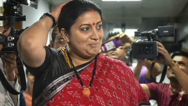 BJP MPs gave an applause While Smriti Irani took oath as MP