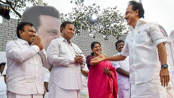 stalin advises dmk mps to stay in delhi